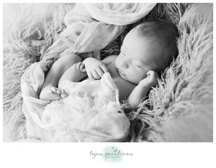 Lynn Quinlivan Photography Massachusetts Photographer MA Worcester Millbury Holden Sutton Shrewsbury Grafton Artistic Newborn Baby Photography Images Millbury Mass Holden Shrewsbury Grafton Sutton Worcester_0025