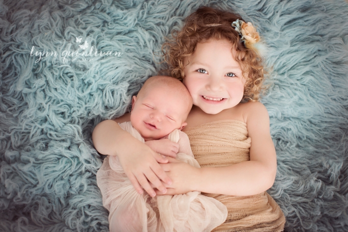 Ma Newborn and sibling photographer