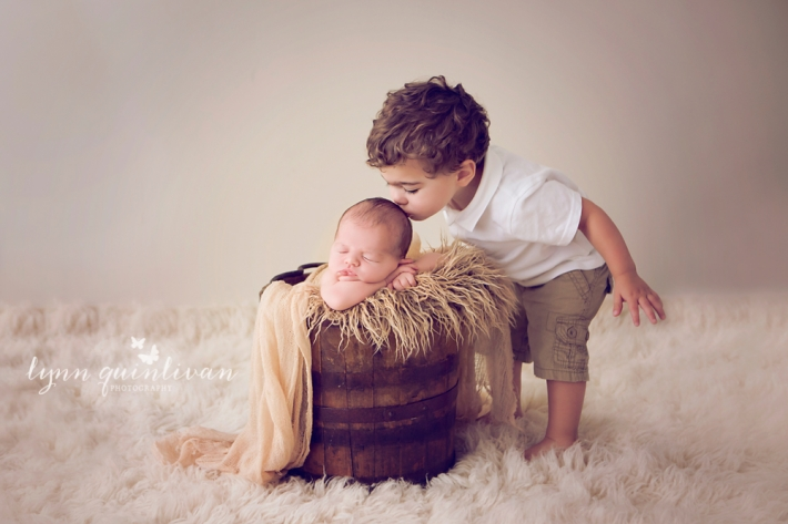 Mass Newborn and sibling photographer